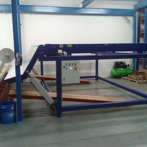 Firma předala zákazníkovi první etapu stroje MBL-VDZ – vstupní zásobník nábalu podlahových krytin