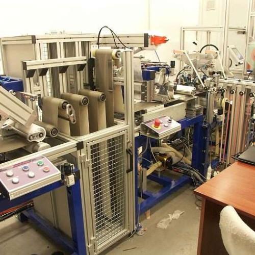 Probíhají poslední mechanické úpravy linky ZP4000II a programování řídících systémů před odvozem linky.