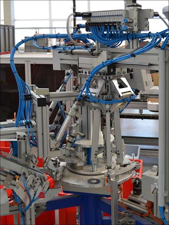 V průběhu měsíce března 2012 bude do provozu předána kompletační linka plastových komponentů.