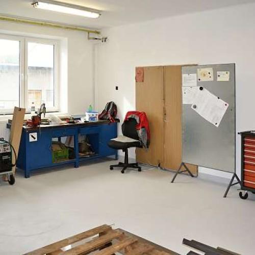 Firma zahájila stěhování zámečnického centra do nových prostorů.